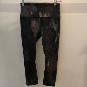 Alo Yoga black and multi crop legging, sz s, 64231
